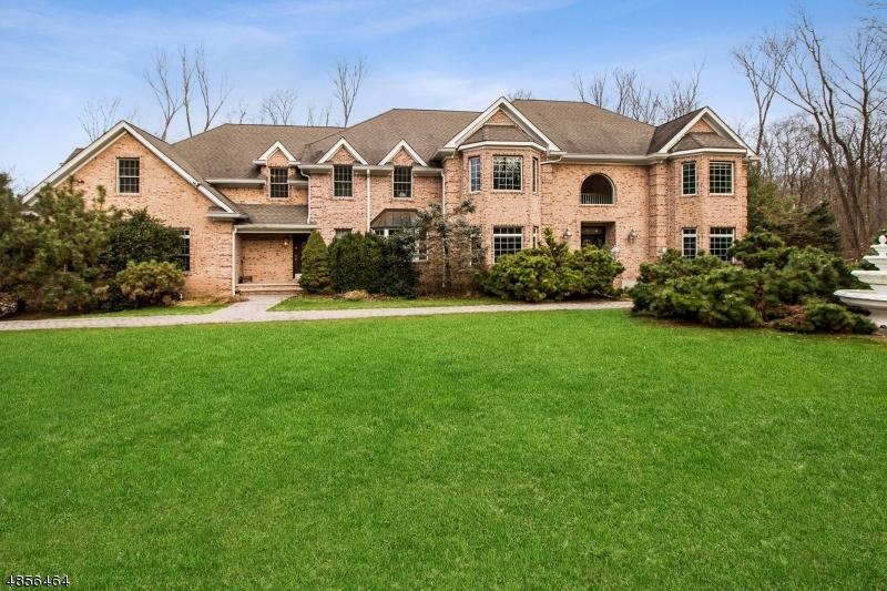 Maison unifamiliale pour l Vente à 4 PINEVIEW Lane Boonton, New Jersey 07005 États-Unis