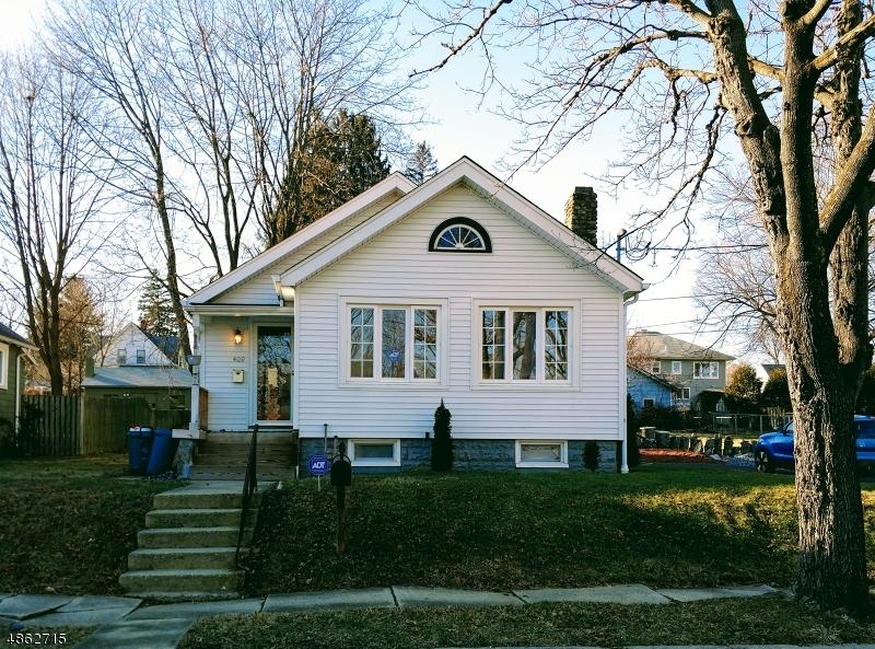 Maison unifamiliale pour l Vente à 409 LAFAYETTE Street Hackettstown, New Jersey 07840 États-Unis