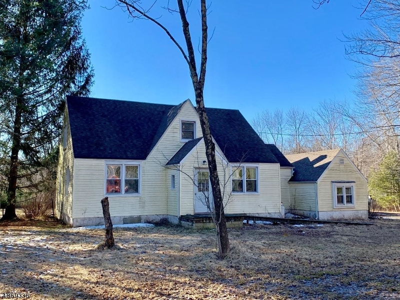 Single Family Home for Sale at 911 COUNTY RD 579 911 COUNTY RD 579 Delaware Township, New Jersey 08822 United States