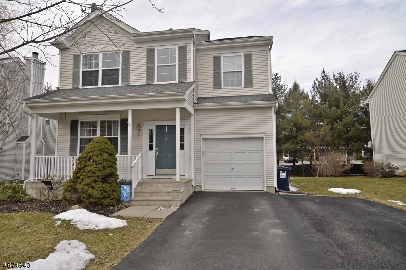 Maison unifamiliale pour l Vente à 6 ROLLING RAPIDS Court Hackettstown, New Jersey 07840 États-Unis