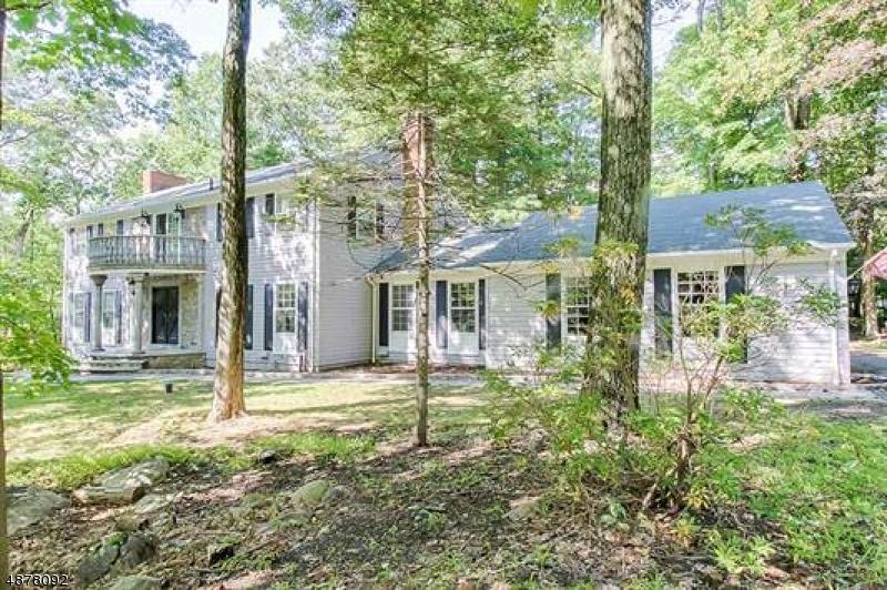 Casa Unifamiliar por un Venta en 2 BLACK OAK Lane Kinnelon, Nueva Jersey 07405 Estados Unidos