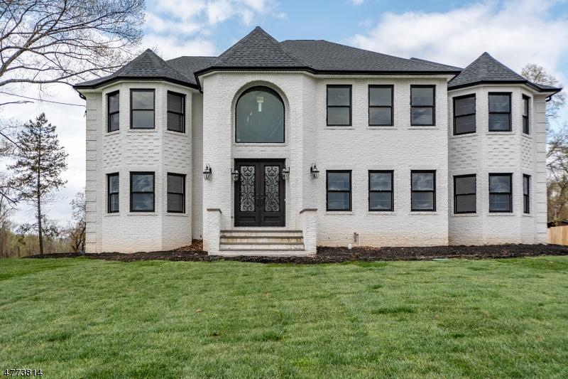 Maison unifamiliale pour l Vente à 31 Grandview Avenue North Caldwell, New Jersey 07006 États-Unis