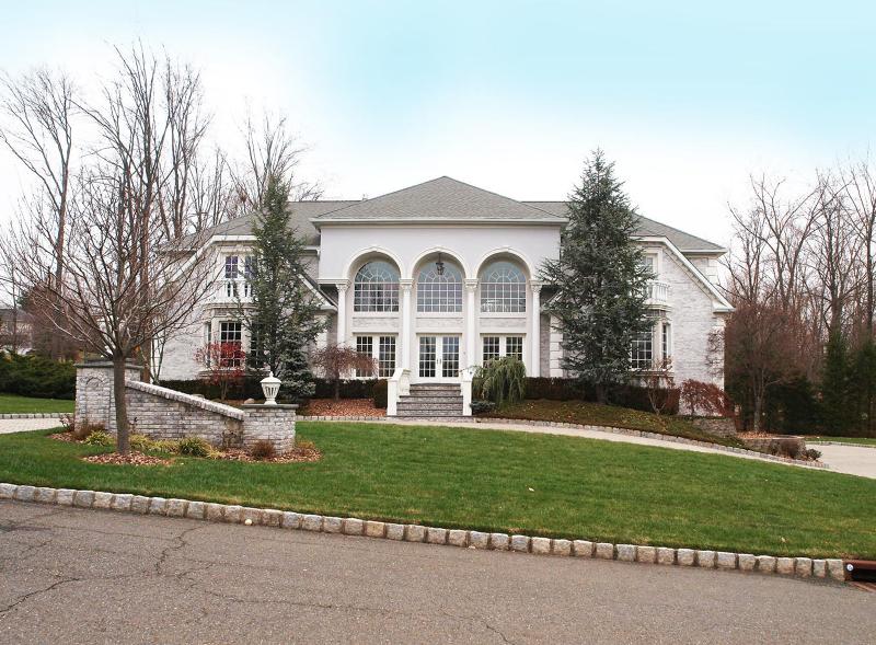 Single Family Homes för Försäljning vid Upper Saddle River, New Jersey 07458 Förenta staterna