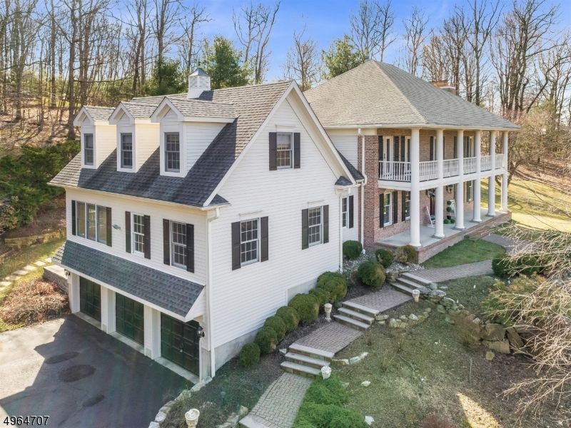 Single Family Homes por un Venta en 5 BEACON HILL Drive Chester, Nueva Jersey 07930 Estados Unidos