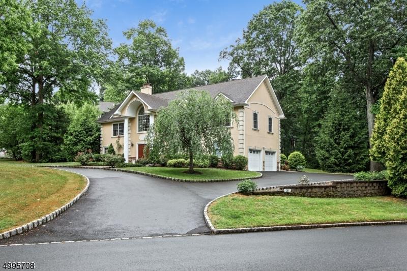 Single Family Homes para Venda às Springfield, Nova Jersey 07081 Estados Unidos
