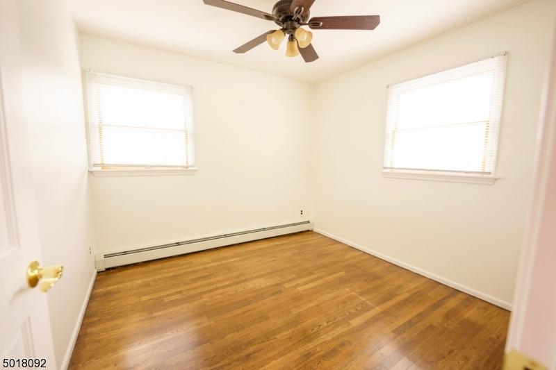 Single Family Homes pour l Vente à Spotswood, New Jersey 08884 États-Unis
