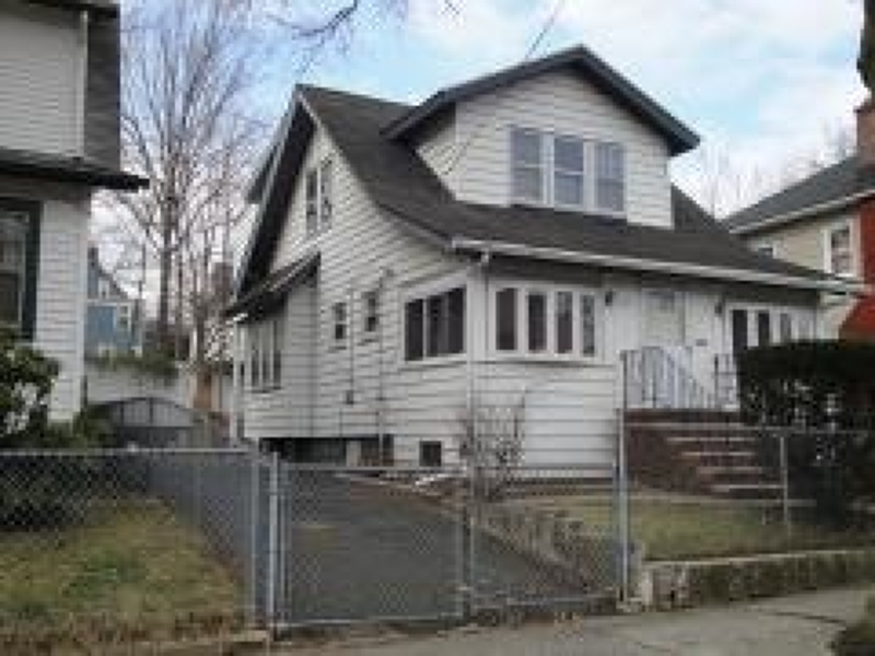 Additional photo for property listing at 103-105 Pine Grove Ter  Newark, New Jersey 07106 États-Unis