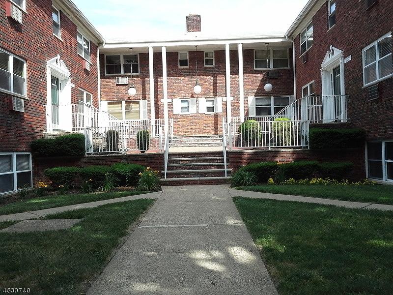 Maison unifamiliale pour l Vente à Address Not Available Lake Hiawatha, New Jersey 07034 États-Unis