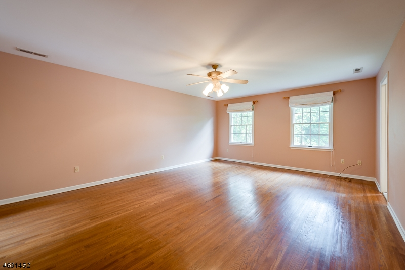 Additional photo for property listing at 16 Morey Lane  Randolph, New Jersey 07869 États-Unis