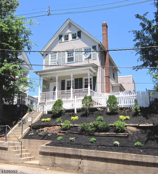 Maison avec plusieurs logements pour l Vente à 106 Belleville Avenue Belleville, New Jersey 07109 États-Unis