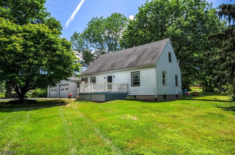 Maison unifamiliale pour l Vente à 397 Mine Road Asbury, New Jersey 08802 États-Unis