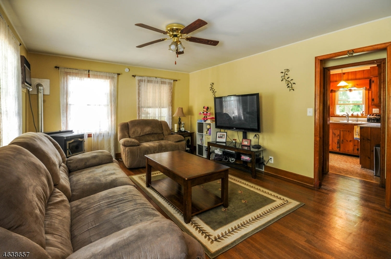 Additional photo for property listing at 397 Mine Road  Asbury, New Jersey 08802 États-Unis