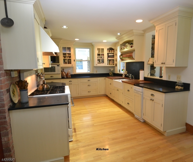 Additional photo for property listing at 345 Split Rock Road  Rockaway, New Jersey 07866 United States