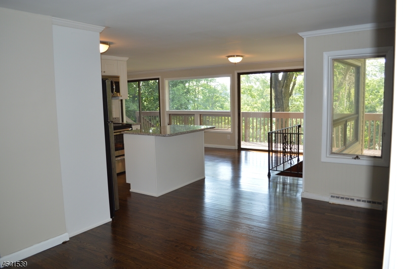Maison unifamiliale pour l Vente à 248 Squaw Trail Andover, New Jersey 07821 États-Unis