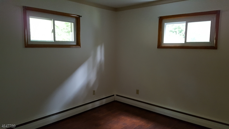 Additional photo for property listing at 8 Madison Trail  Hopatcong, New Jersey 07843 États-Unis