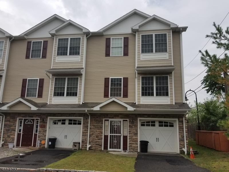 Casa Unifamiliar por un Alquiler en 26 Columbus Circle Bayonne, Nueva Jersey 07002 Estados Unidos