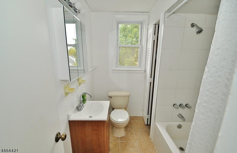 Additional photo for property listing at 210 W 15th Street  Linden, Нью-Джерси 07036 Соединенные Штаты