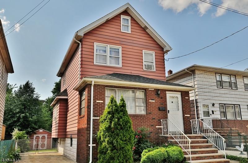Частный односемейный дом для того Продажа на 210 W 15th Street Linden, Нью-Джерси 07036 Соединенные Штаты