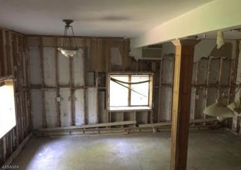 Additional photo for property listing at 120 Kent Avenue  Wayne, New Jersey 07470 United States
