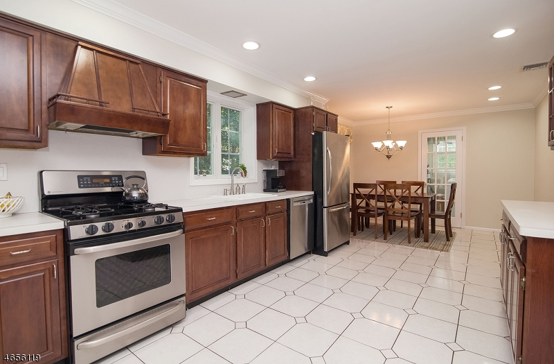 Additional photo for property listing at 36 Wentworth Drive  Berkeley Heights, Нью-Джерси 07922 Соединенные Штаты