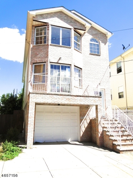 Additional photo for property listing at 40 Grant Avenue  Jersey City, Нью-Джерси 07305 Соединенные Штаты