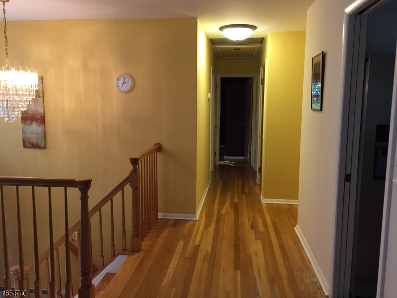 Additional photo for property listing at 220 Donnybrook Drive  Allendale, Нью-Джерси 07401 Соединенные Штаты