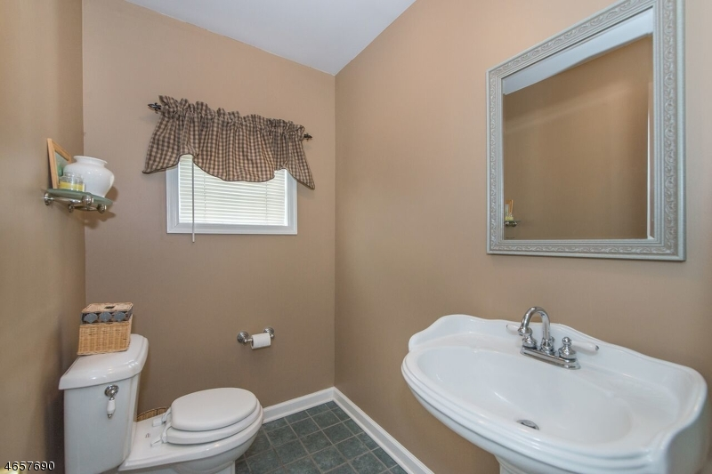 Additional photo for property listing at 415 W Main Street  Rockaway, Нью-Джерси 07866 Соединенные Штаты
