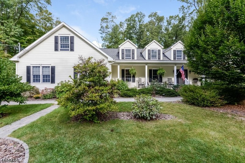 Single Family Home for Sale at 121 MOUNTAIN LAKE Road Belvidere, New Jersey 07823 United States