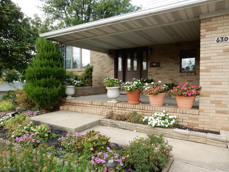 Частный односемейный дом для того Продажа на 630 Rosewood Ter Linden, 07036 Соединенные Штаты