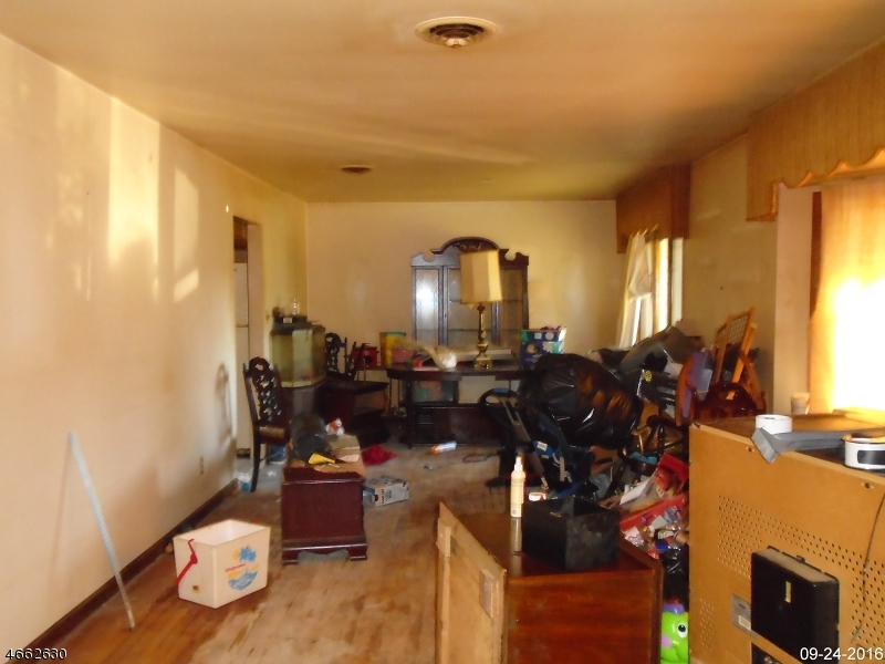 Additional photo for property listing at 102 SCHWIN Drive  Clark, New Jersey 07066 États-Unis