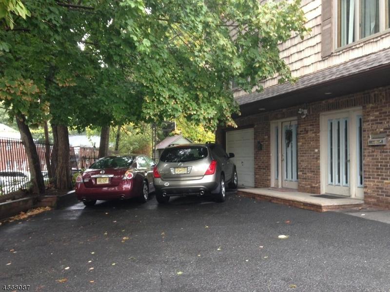Частный односемейный дом для того Аренда на 96 Columbus Avenue Belleville, Нью-Джерси 07109 Соединенные Штаты