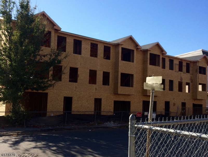 Частный односемейный дом для того Продажа на 21 Eaton Place East Orange, Нью-Джерси 07017 Соединенные Штаты