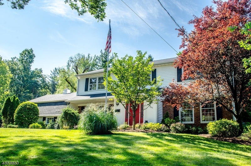 Single Family Home for Sale at 101 Glenside Road Berkeley Heights, New Jersey 07922 United States