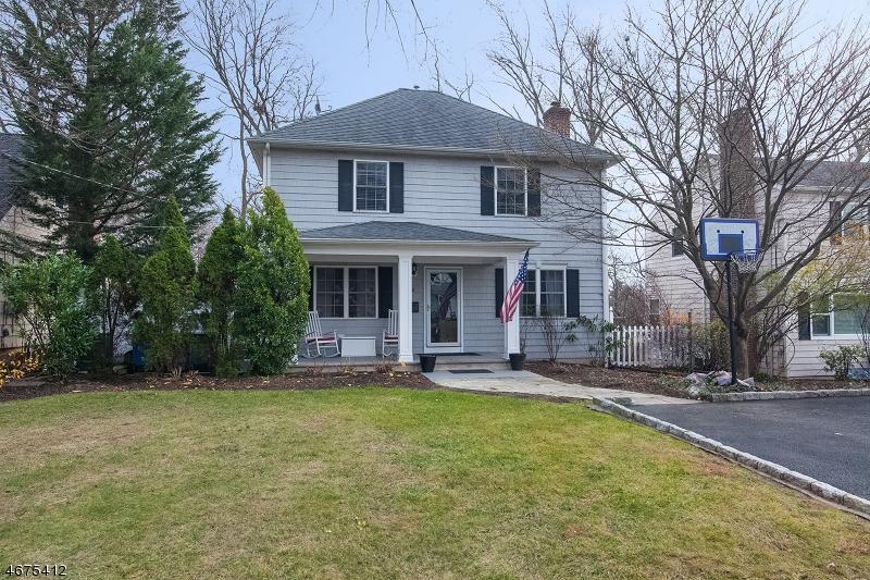 Частный односемейный дом для того Продажа на 24 LOCUST Avenue Millburn, 07041 Соединенные Штаты