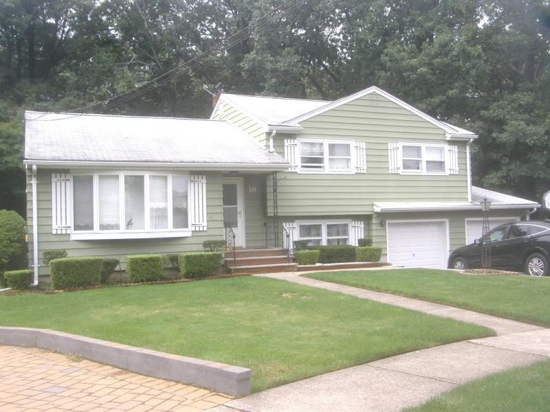 Maison unifamiliale pour l à louer à 18 Ravine Court Clifton, New Jersey 07013 États-Unis