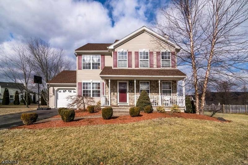 Maison unifamiliale pour l Vente à 9 Olde Forge Oxford, New Jersey 07863 États-Unis