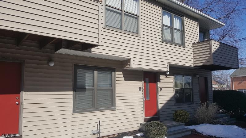Maison unifamiliale pour l Vente à 77 Liberty St, UNIT 12 Little Ferry, New Jersey 07643 États-Unis