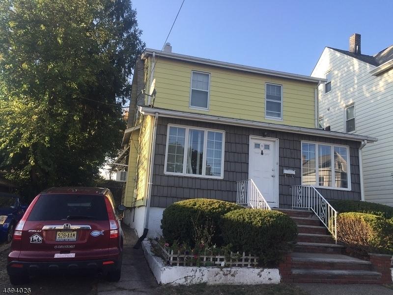 独户住宅 为 销售 在 235 N 12th Place Prospect Park, 07508 美国