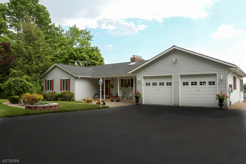 Частный односемейный дом для того Продажа на 7 Risdon Drive Branchville, 07826 Соединенные Штаты