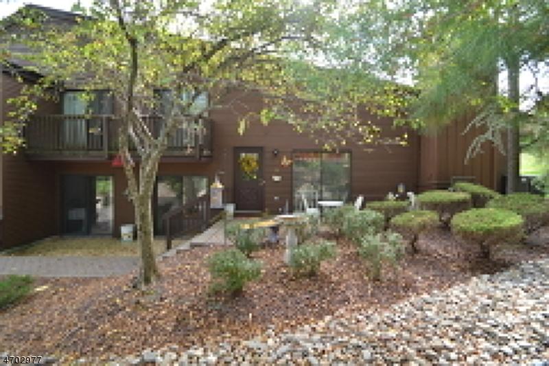 Частный односемейный дом для того Аренда на 79 Meadowview Drive Clinton, Нью-Джерси 08801 Соединенные Штаты