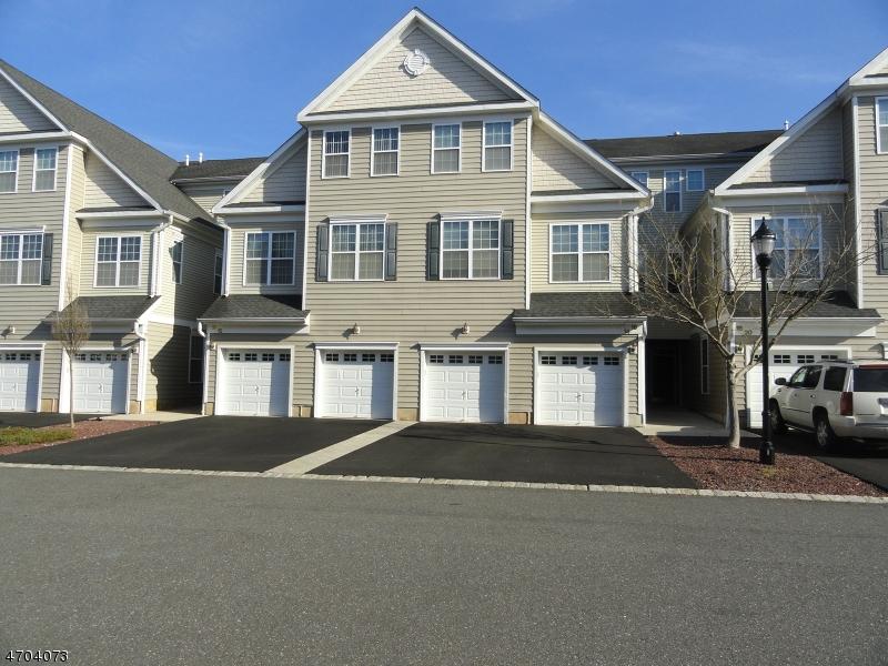 Casa Unifamiliar por un Alquiler en 16 Tory Jack Ter South Bound Brook, Nueva Jersey 08880 Estados Unidos