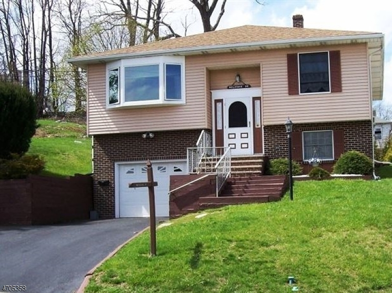 Single Family Home for Sale at 36 Hillside Avenue Netcong, New Jersey 07857 United States