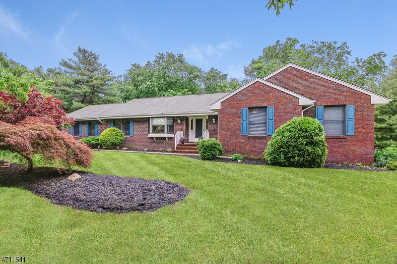 Single Family Home for Sale at 15 VICKIES Place Millington, New Jersey 07946 United States