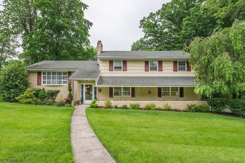 Single Family Home for Sale at 12 Crossbrook Lane West Caldwell, 07006 United States