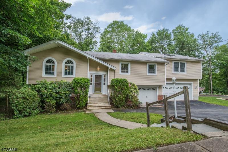 独户住宅 为 销售 在 1 Lovell Drive Wanaque, 新泽西州 07465 美国