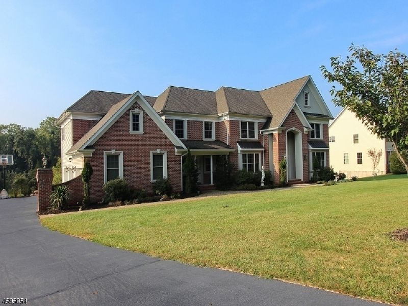 Single Family Home for Sale at 8 Meadow View Court Branchburg, 08876 United States