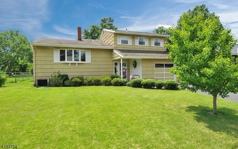 Частный односемейный дом для того Продажа на 560 560 Fisk Place North Plainfield, 07063 Соединенные Штаты