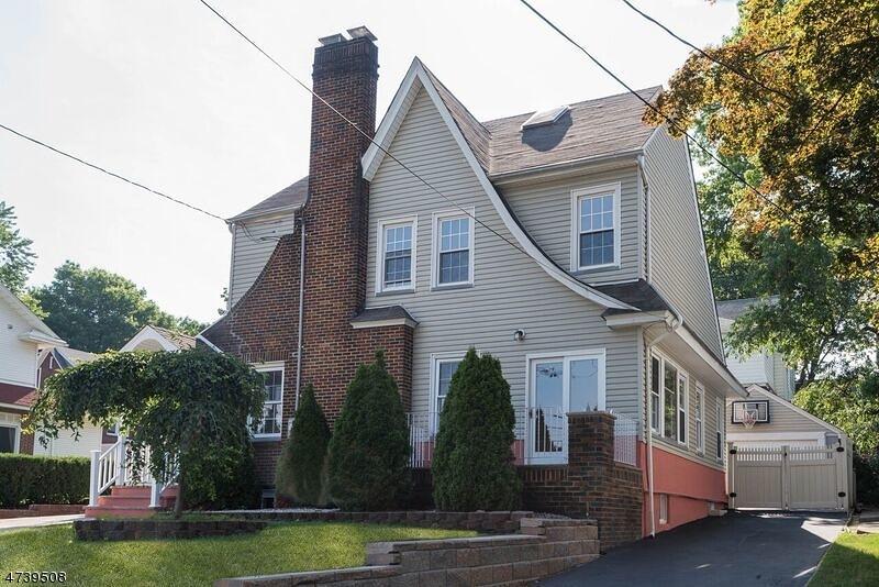 Maison unifamiliale pour l Vente à 24 Livingston Avenue Kearny, New Jersey 07032 États-Unis