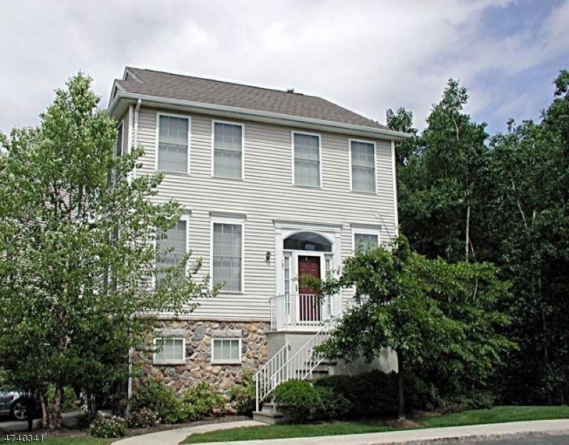 Частный односемейный дом для того Аренда на 121 ARROWGATE Drive Randolph, Нью-Джерси 07869 Соединенные Штаты