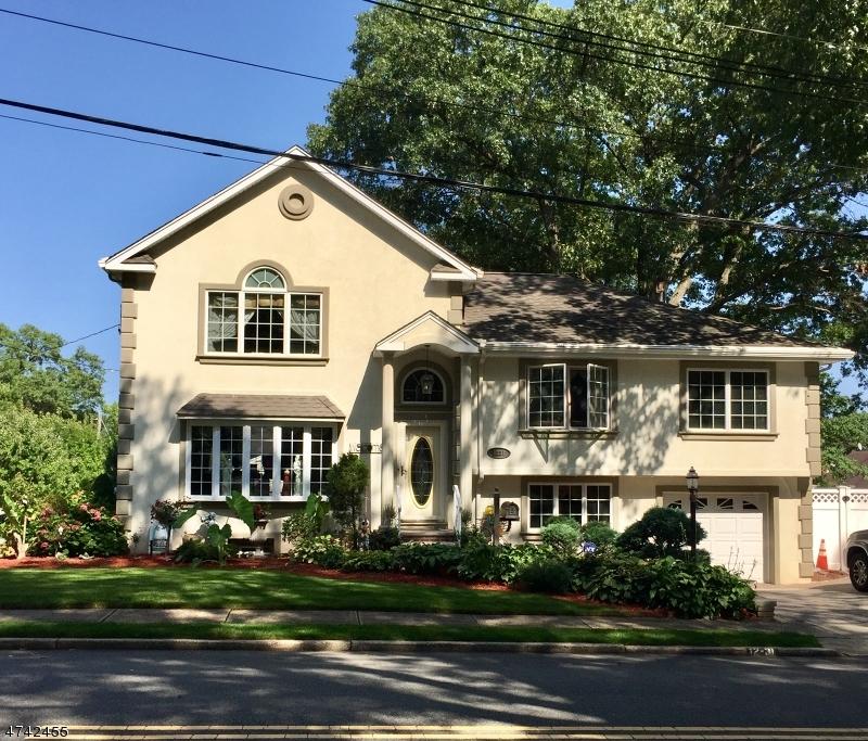 Casa Unifamiliar por un Venta en 12-31 Jerome Place Fair Lawn, Nueva Jersey 07410 Estados Unidos